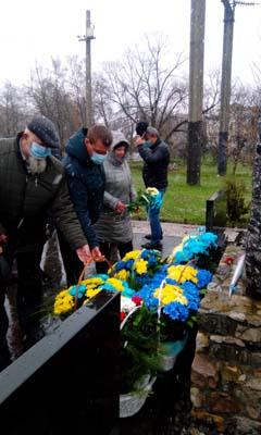 Віктор Бик на покладенні квітів на річниці Чорнобильської трагедії